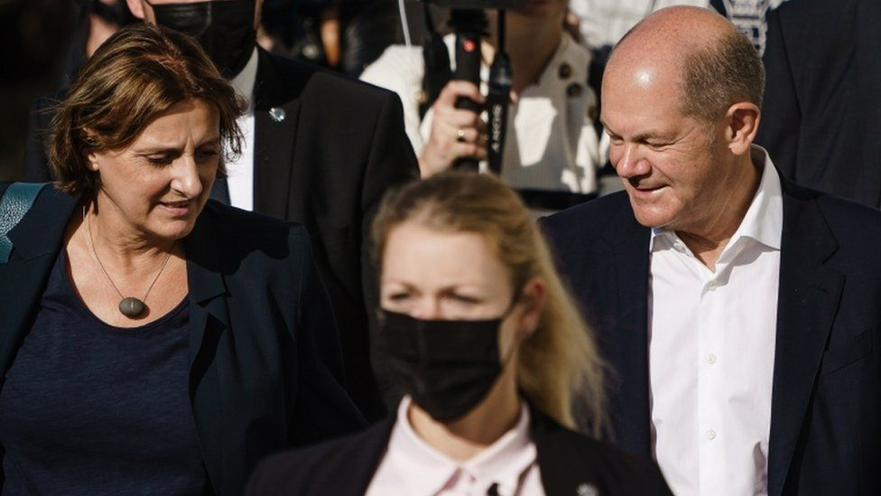German Finance Minister and Social Democratic Party (SPD) candidate for chancellor Olaf Scholz (R) and his wife Britta Ernst (L)