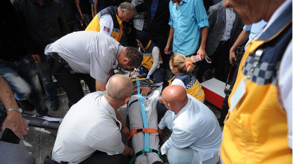 Injured person treated at scene of bus crash in Ankara (1 Oct)