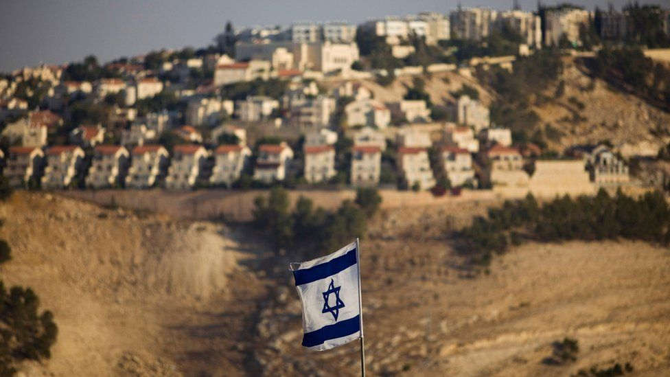 Israeli flag is seen in front of the Jewish settlement of Maale Adumim on the outskirts of Jerusalem (7 September 2009)