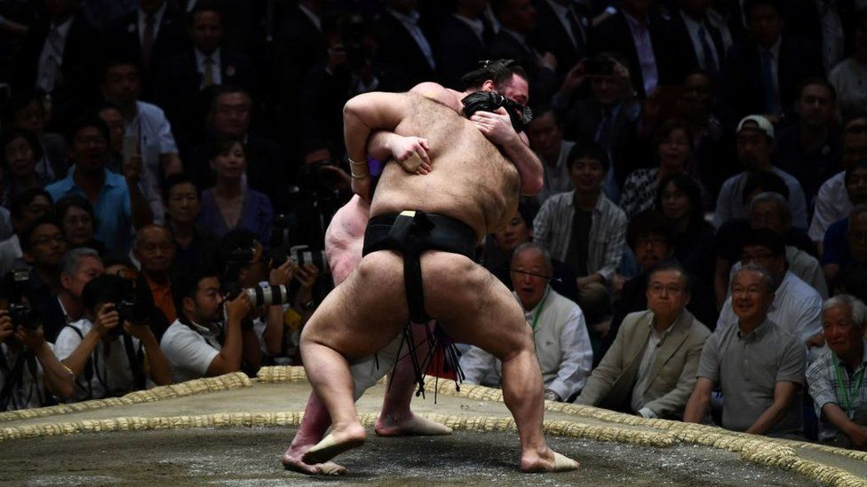 Sumo wrestler dies one month after concussion thumbnail