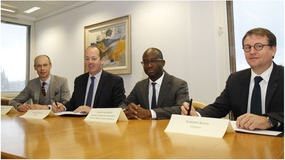 Sam Gyimah (C) is flanked by Rodolphe Belmer (R) and Nicolas Chamussy (L)