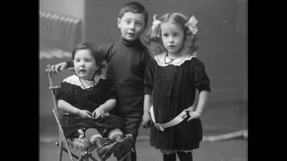 Elsie (on the right) with her brother Abraham and her sister Sadie Miriam