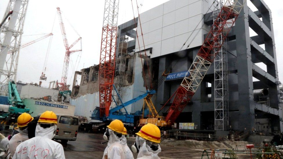 """Covers are installed on the unit 4 reactor building at Tokyo Electric Power Company""""s Fukushima Dai-ichi nuclear plant in the town of Okuma, Fukushima prefecture in Japan"""