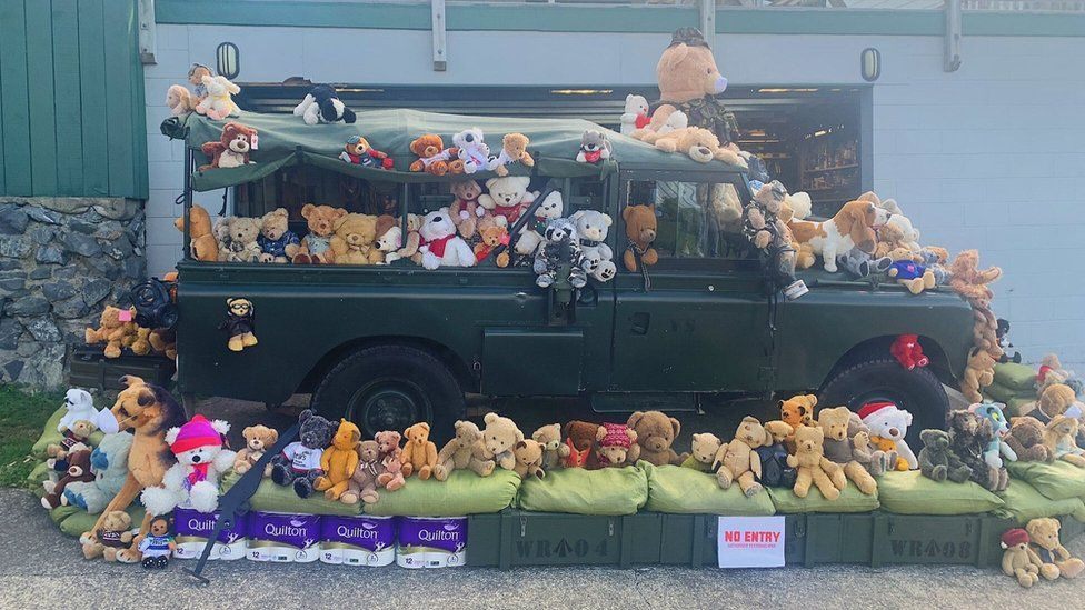 Teddy bears on a truck