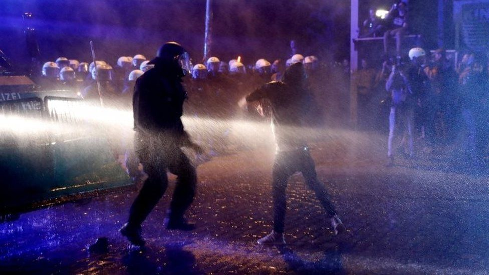 Protesters and police clash in Hamburg. Photo: 5 July 2016