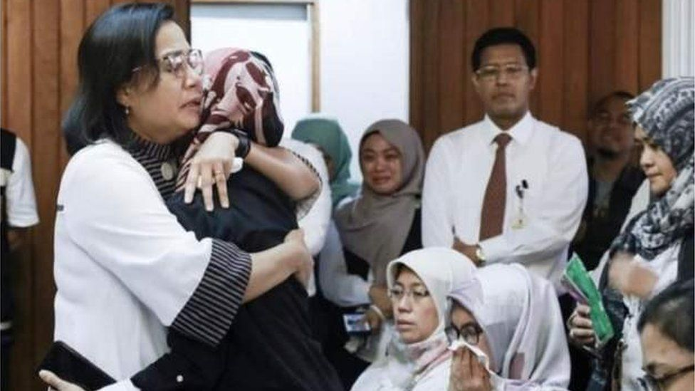 Finance Minister Sri Mulyani consoles staff