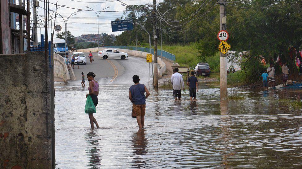 Por que as chuvas continuam matando tantas pessoas no Brasil?