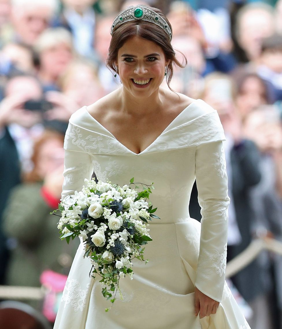 Royal Wedding 2018 Princess Eugenie S Dress In Detail Bbc News