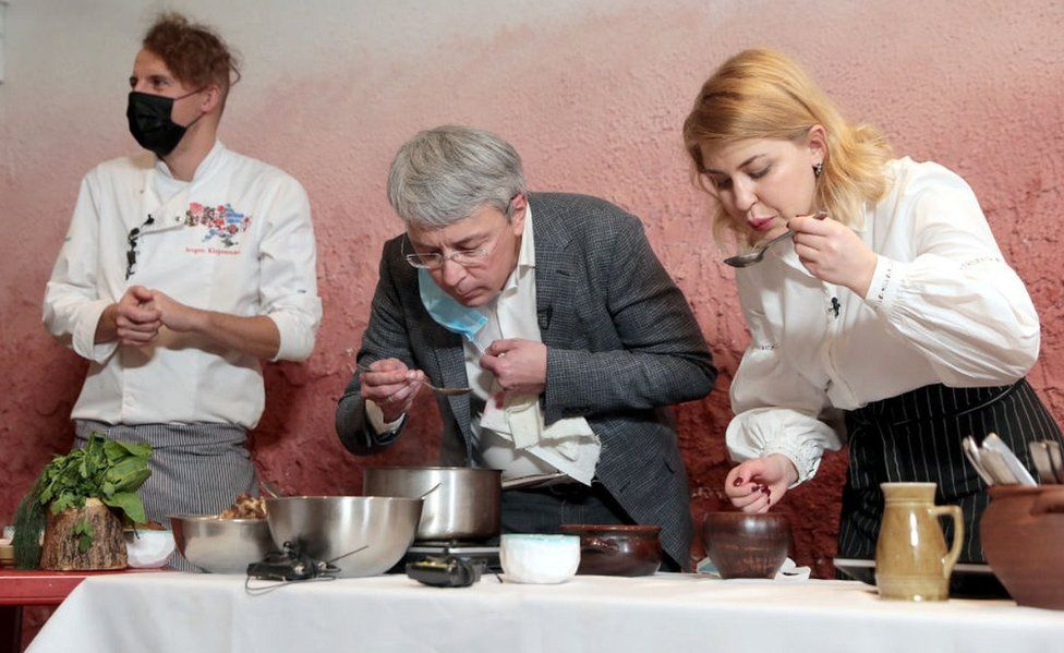 Ukrainian ministers Tkachenko (C) and Stefanishyna (R) in a borscht contest, 22 Dec 20