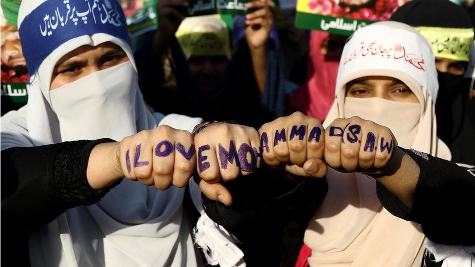 """Female supporters of the Islamic political party Jamat-e-Islami wearing head bands reading in Urdu """"For Muhammad (praise be upon him) we lay down our lives"""" during the protest"""