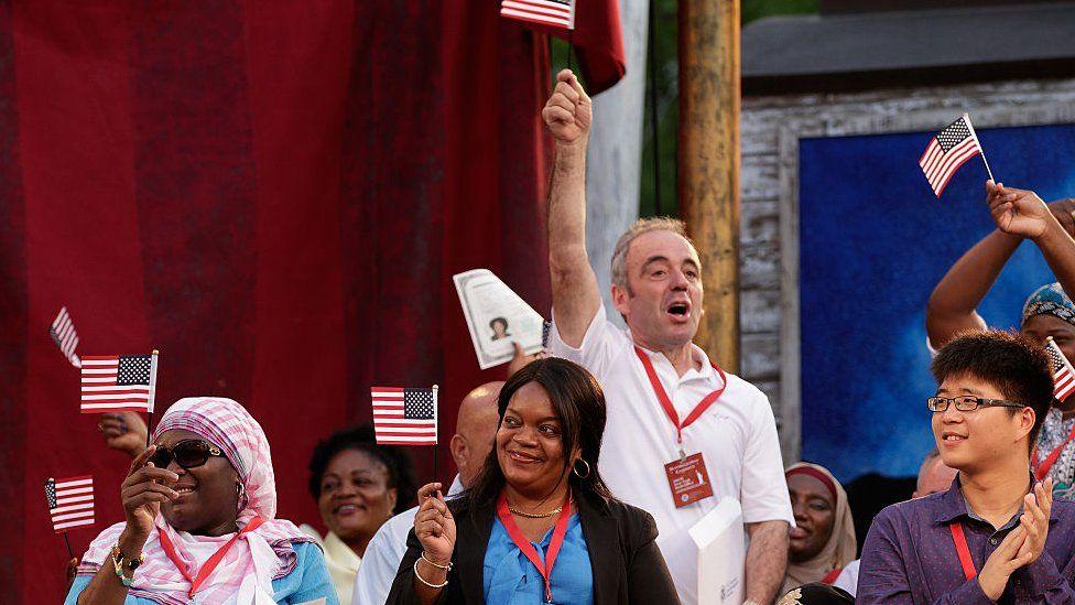 Cuál es el grupo étnico mejor pagado de Estados Unidos (... y no son los blancos)