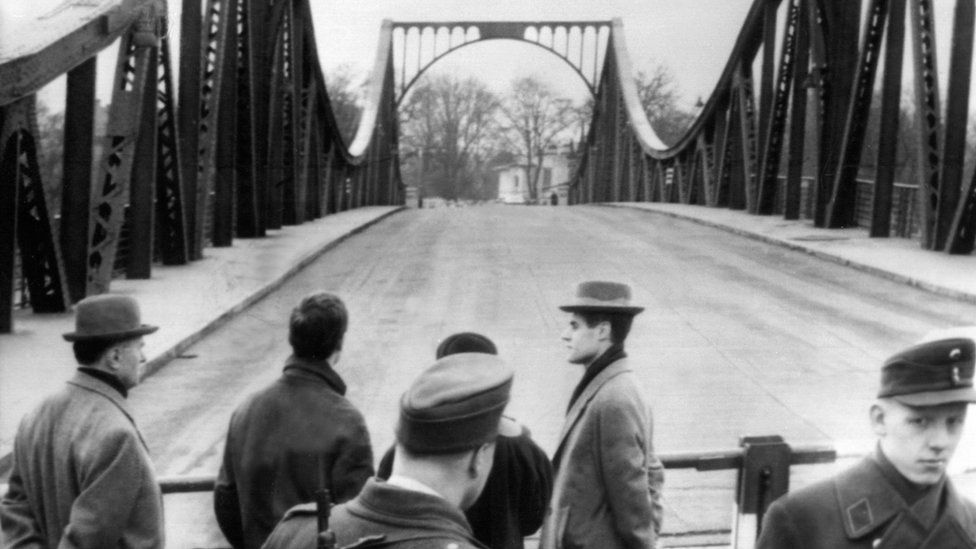 Picture taken on February 10, 1962 shows the Glienicke bridge in Berlin after US pilot Gary Francis Powers was swapped for Soviet spy Rudolf Abel.