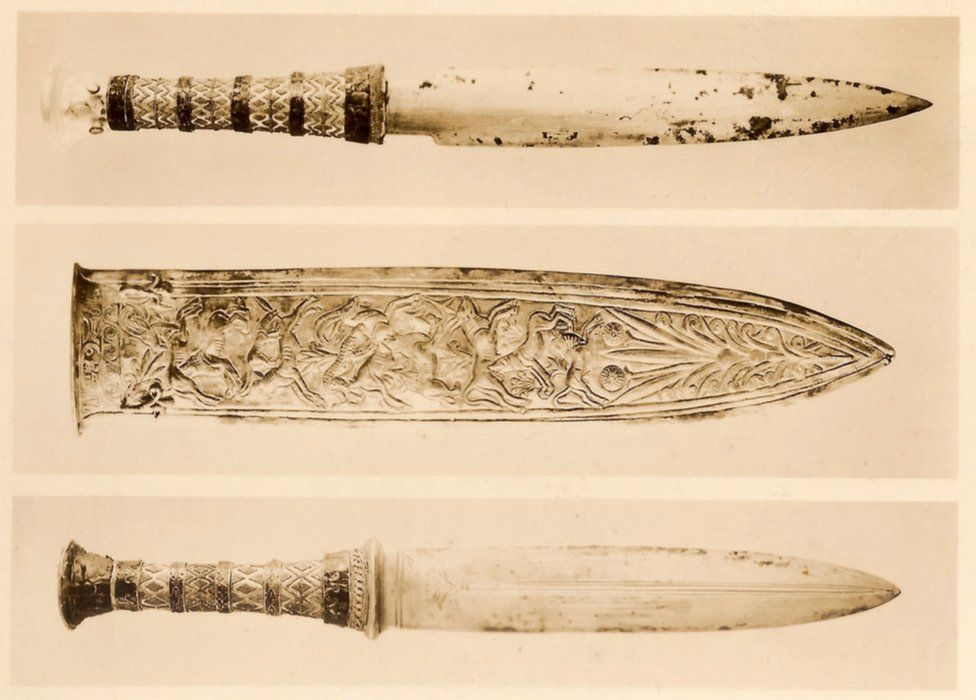 Print photograph of three daggers found on Tutankhamun's mummy