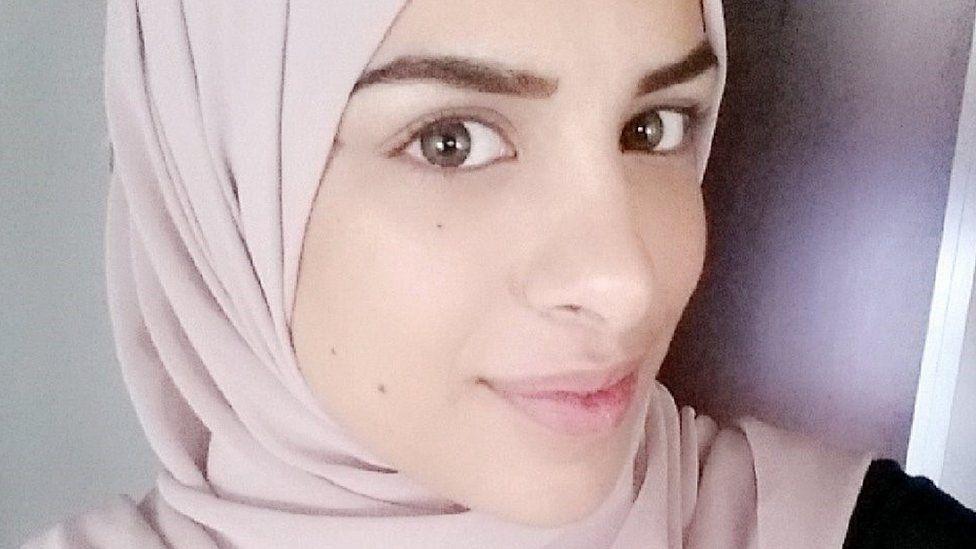Cautand femeia musulmana Algeria Site- uri de dating alb? i negru