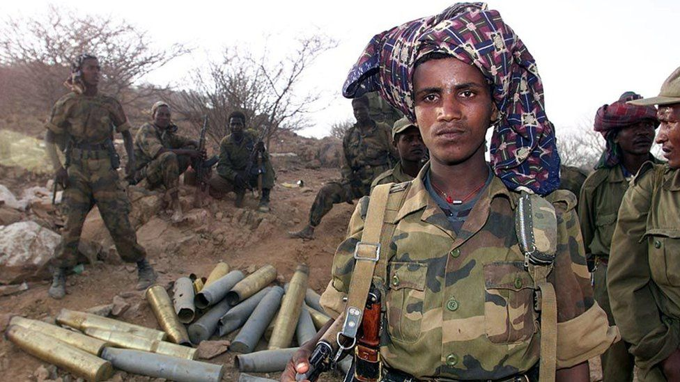 Ethiopian soldiers pose 19 May 2000 on the road 14km outside Barentu, an Eritrean town that they took 18 May. After taking control of the key town of Barentu, Ethiopia said today it was ready to talk peace with its Horn of Africa neighbour