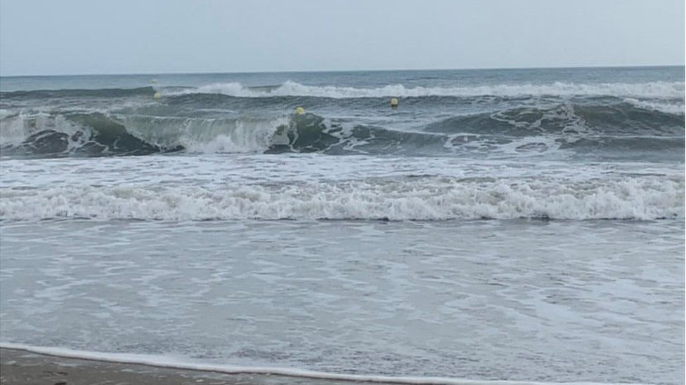Large waves at Vias in Hérault, where a man died