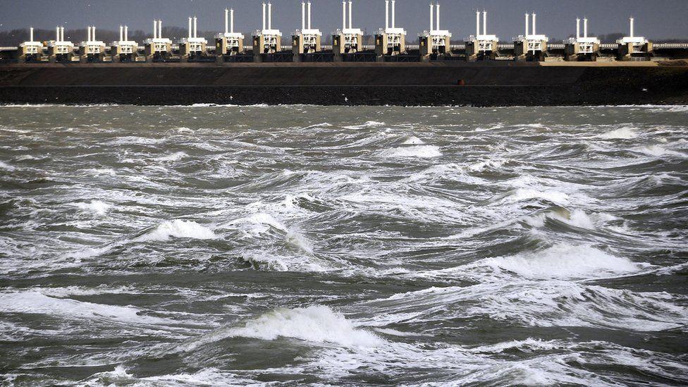 Oosterscheldekering storm surge barrier