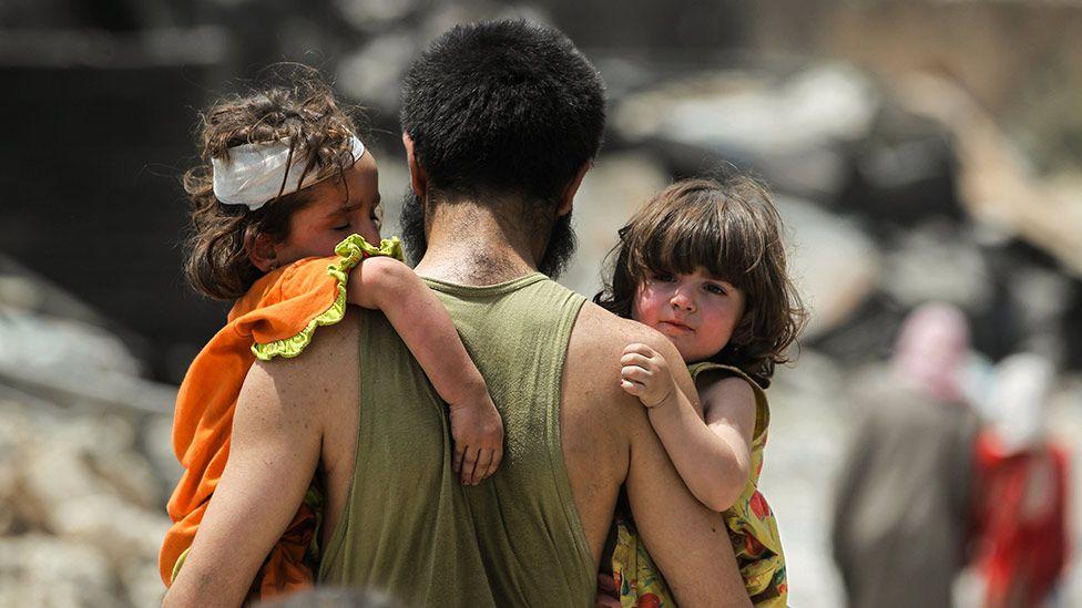 معركة الموصل - صفحة 15 _97150231_mosul_kids_getty