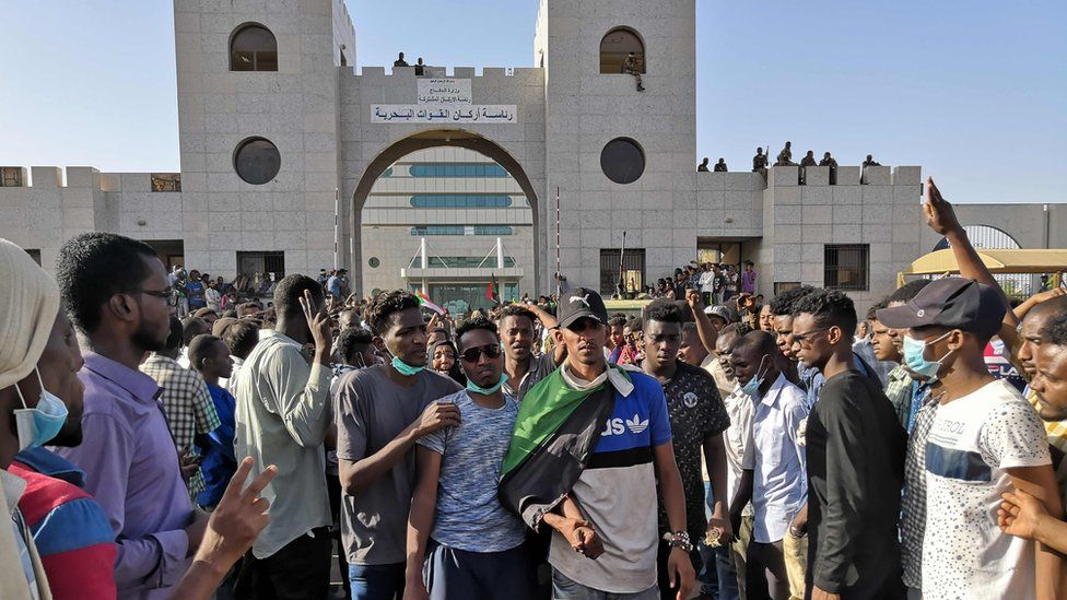 Sudanese protesters rally in front of the military headquarters in the capital Khartoum on April 9, 2019.