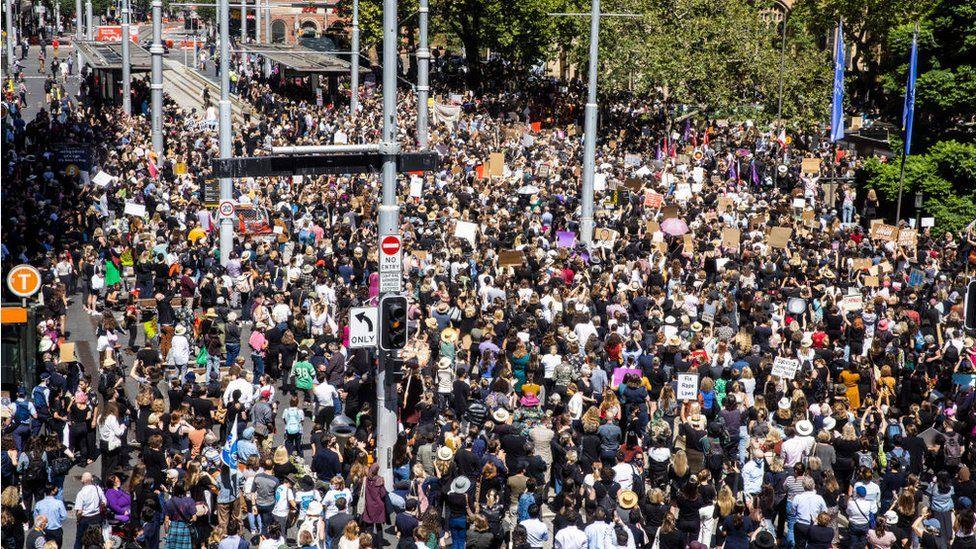 MASOVNA OKUPLJANJA: Žene širom Australije protestuju protiv seksualnog nasilja i neravnopravnosti