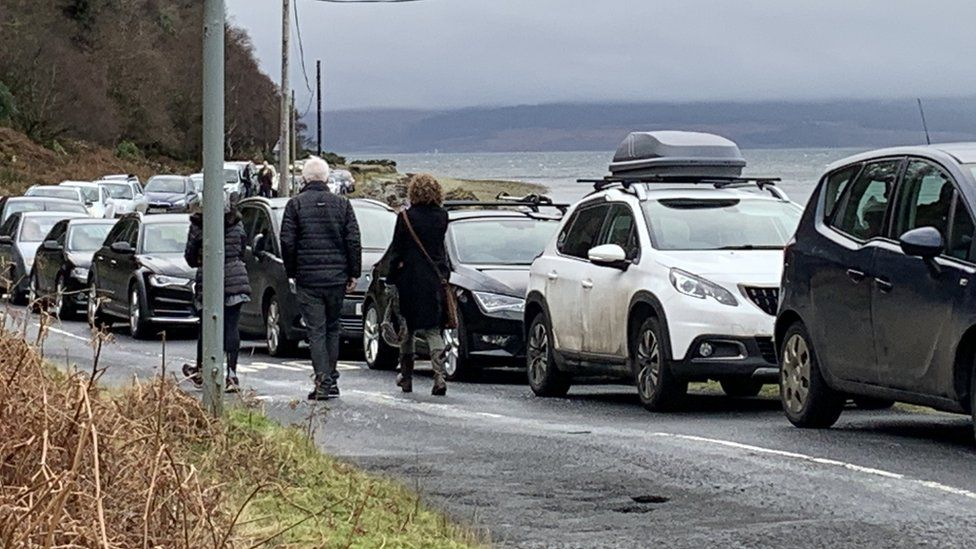Queues for ferry on Arran