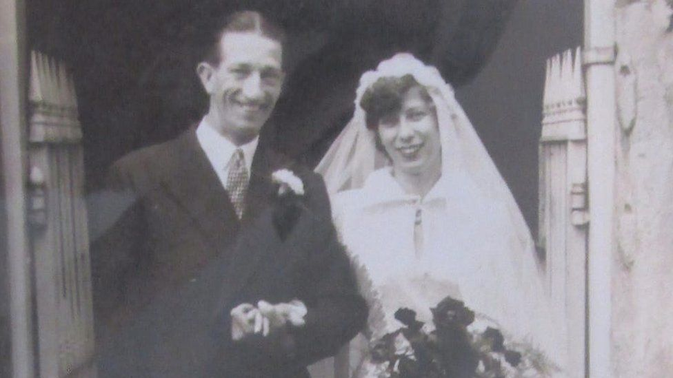Pansy and Ivor Warren on their wedding day