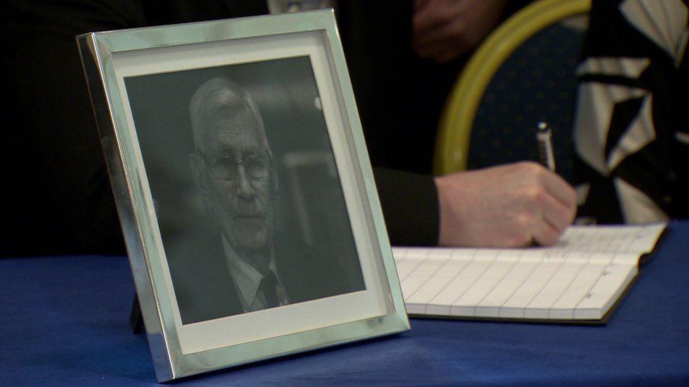 A Book of Condolence for Seamus Mallon has opened in Belfast City Hall
