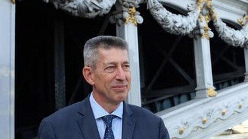 Belarus: French ambassador leaves Minsk after Minsk expels him thumbnail