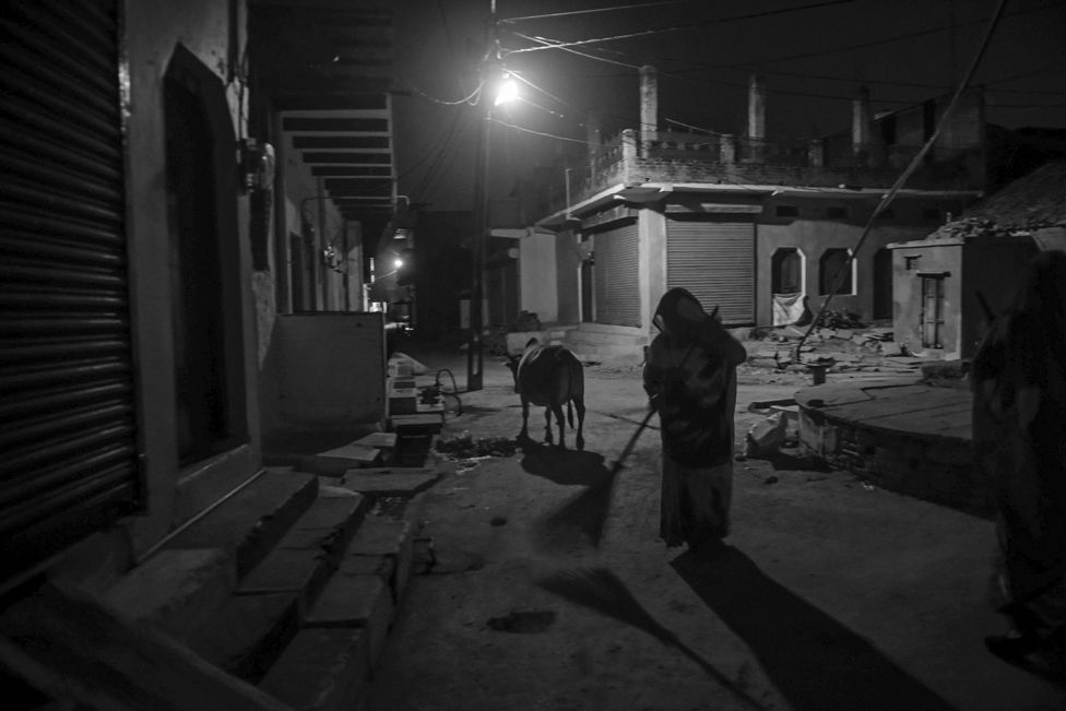 Amanganj Sanitation Workers in Panna at night