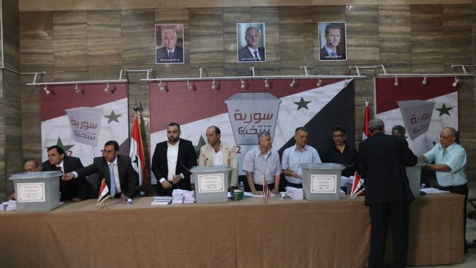 Electoral officials open a polling station in Damascus, Syria (26 May 2021)