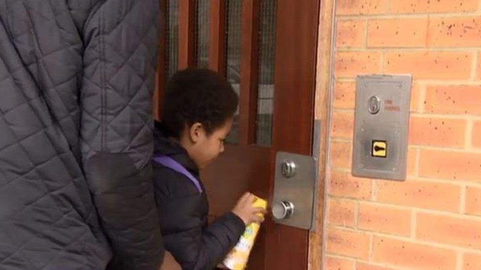 Spraying door handle