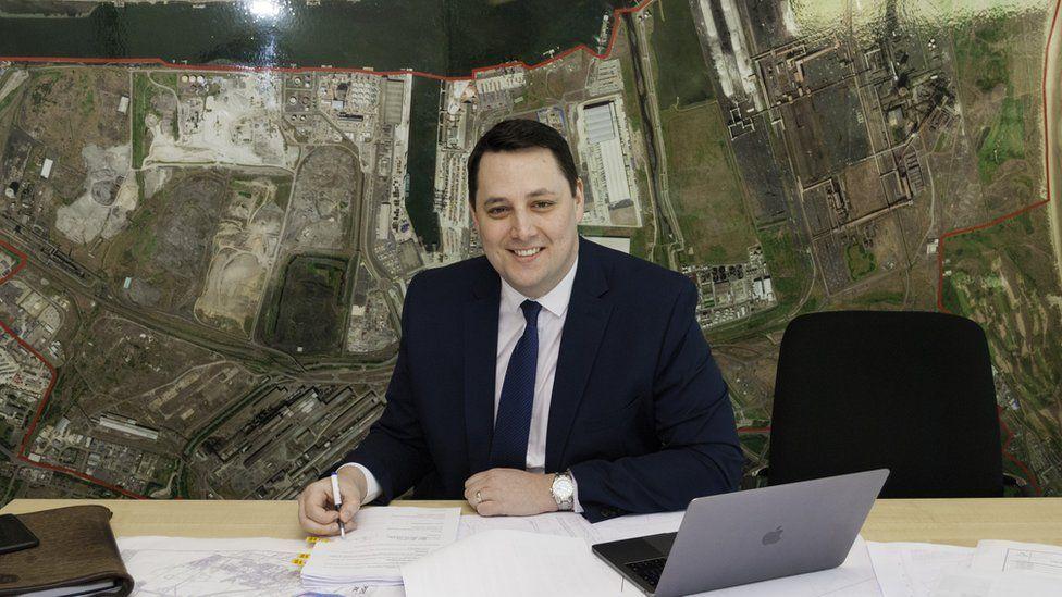 Ben Houchen signing land transfer deal