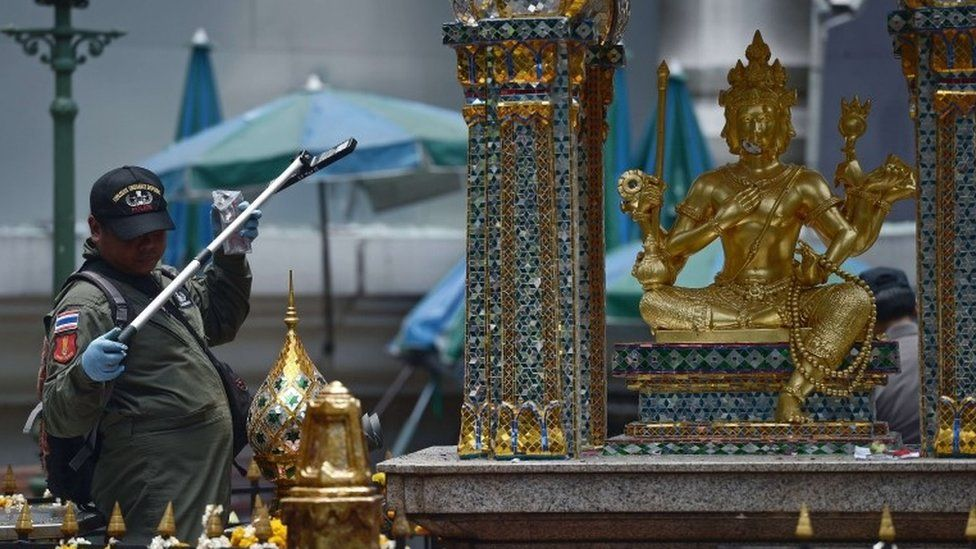 An EOD policeman inspects the cordoned-off site of a bomb blast at the popular Erawan shrine in the heart of Bangkok's tourist and commercial centre on August 18, 2015.
