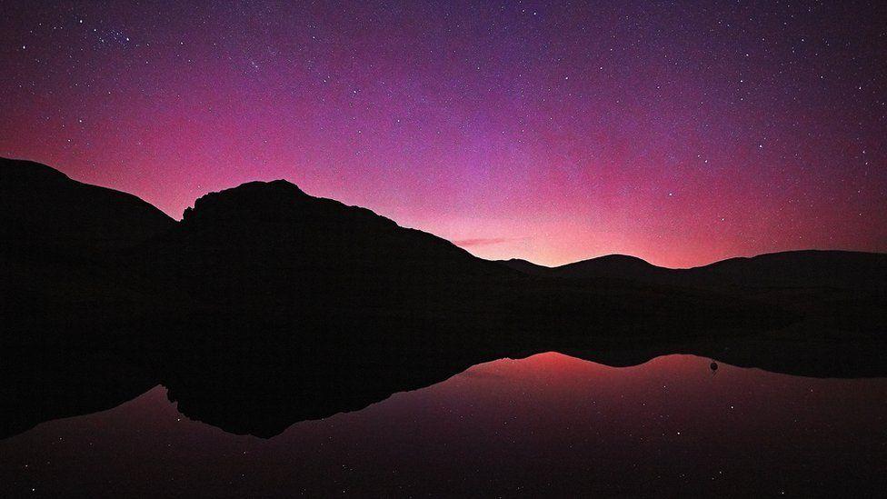 Goleuadau'r Gogledd dros Lyn y Dywarchen // The Northern Lights over Llyn y Dywarchen near Snowdon