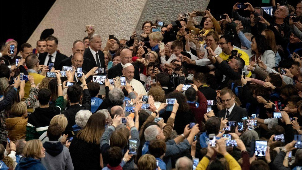Pope Francis (C) arrives for the audience with members of the Molfetta and Ugento dioceses in Paul VI hall at the Vatican on December 1, 2018