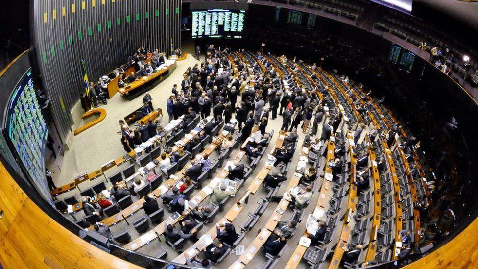 O que é o Orçamento Impositivo aprovado pelo Congresso e como ele limita o poder de Bolsonaro