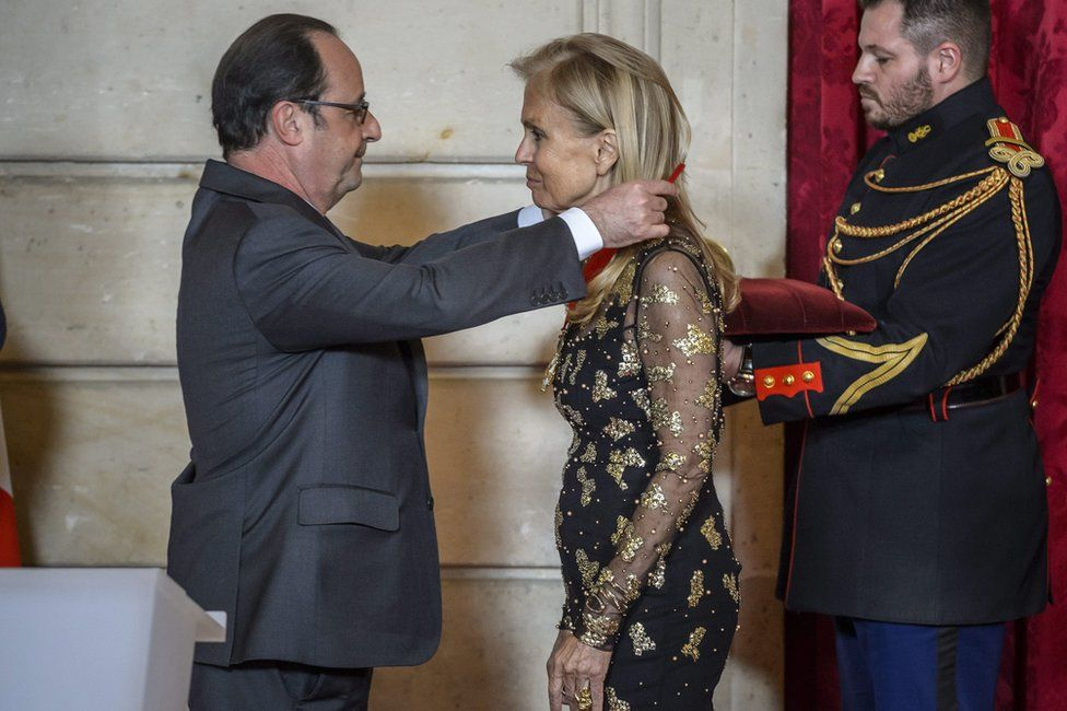French President Francois Hollande (L) awards the Legion of Honour (Legion d'Honneur) to US Ambassador to France Jane Hartley (R) at the Elysee Presidential Palace in Paris, France, 16 January 2017