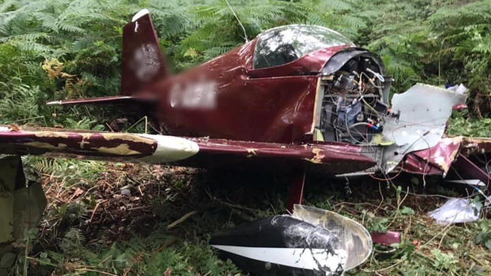 Laxton plane crash: Pilot suffers leg injuries