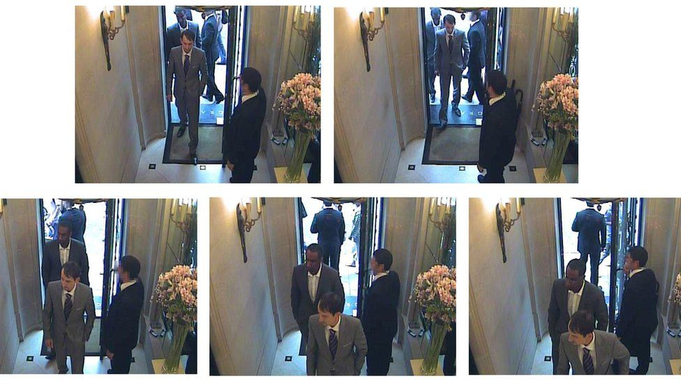 A Metropolitan Police handout shows two thieves dressed in suits entering Graff Jewellers, 6 August 2009