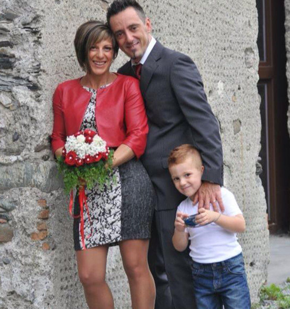 Roberto Robbiano and his wife Ersilia Piccinino, with their young son Samuele