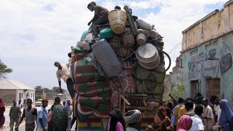 Somali residents of Mogadishu pile their belongings onto a cargo truck (archive shot)