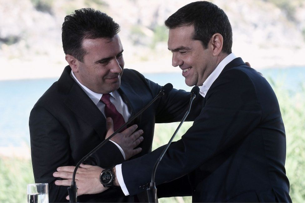 Greek Prime Minister Alexis Tsipras (right) and Macedonian Prime Minister Zoran Zaev on 17 June 2018