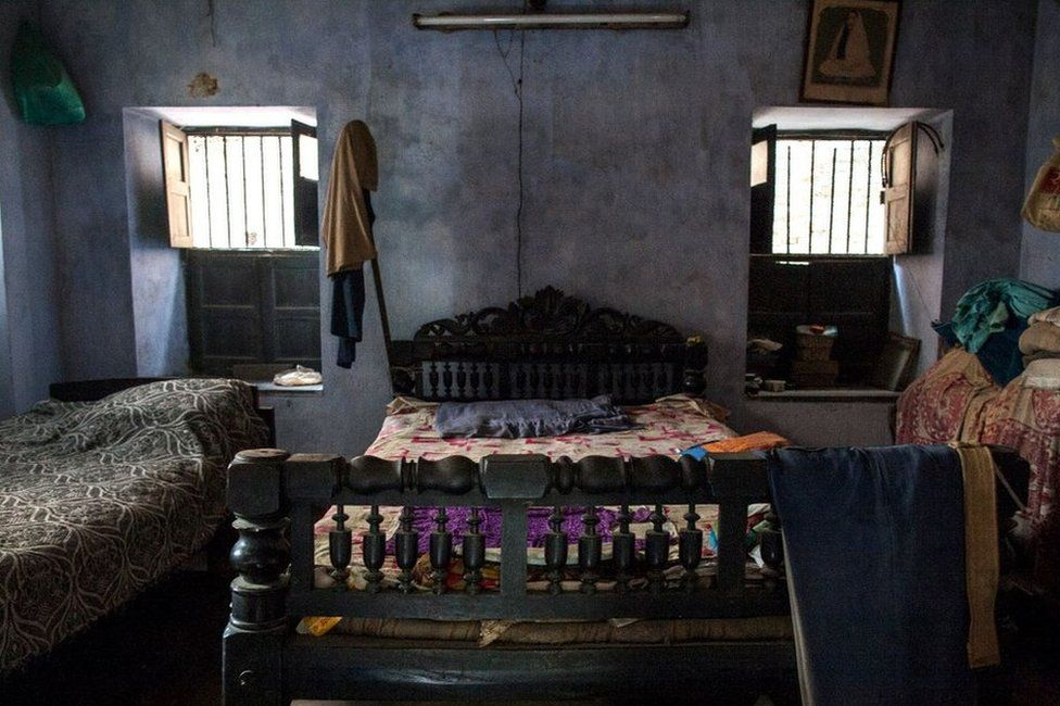 Navaruna's room