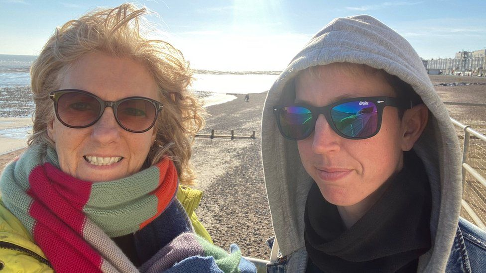 Bobbie and Saskia at the beach