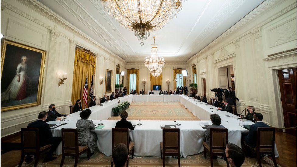 Biden preside su primera reunión de gabinete