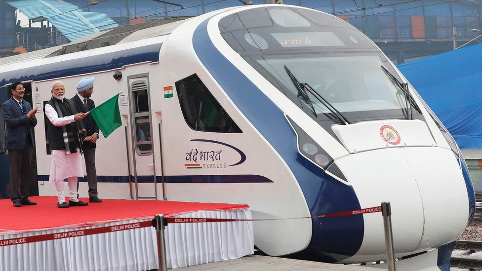PM Modi flags off the Vande Bharat Express