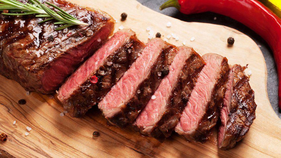 """Por qué comer incluso un poco de carne roja """"aumenta el riesgo de ..."""
