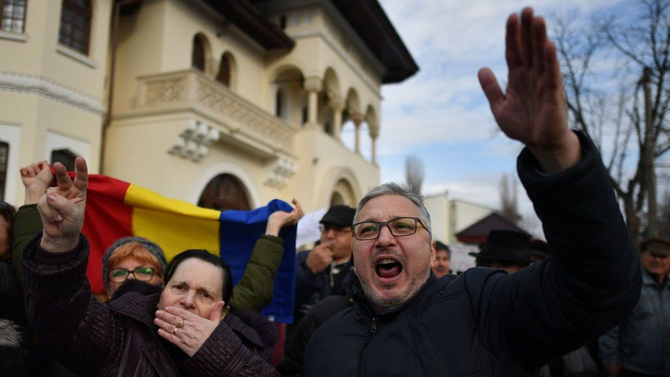 pro-government supporters outside the presidential residence, Cotroceni Palace, in Bucharest on 5 February