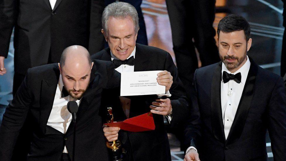 Jordan Horowitz, Warren Beatty and Jimmy Kimmel at the Oscars