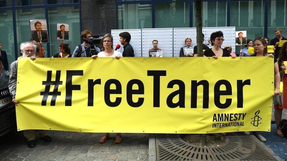 Belgian demonstrators call for Taner Kilic to be freed in 2017